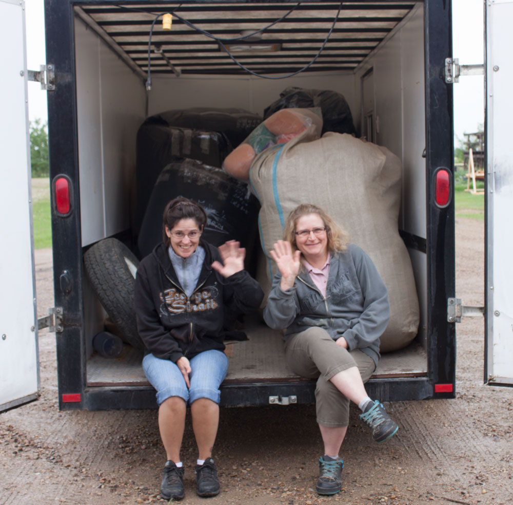 The trailer all loaded with finished carded wool - see you next year!